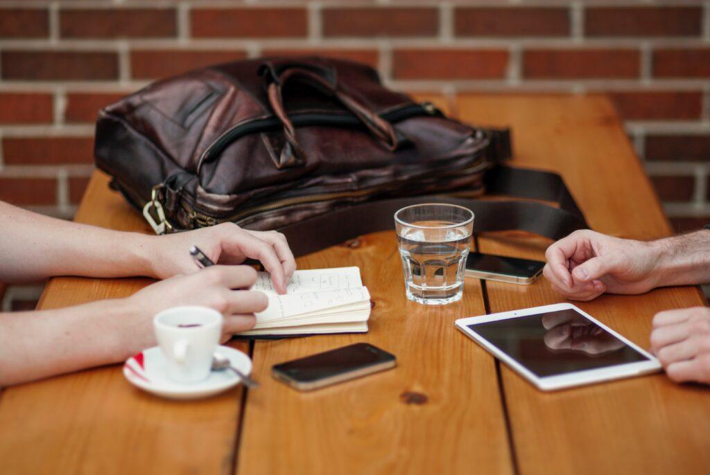 対人関係のスキルを磨いて、コミュニケーションを円滑にするには?